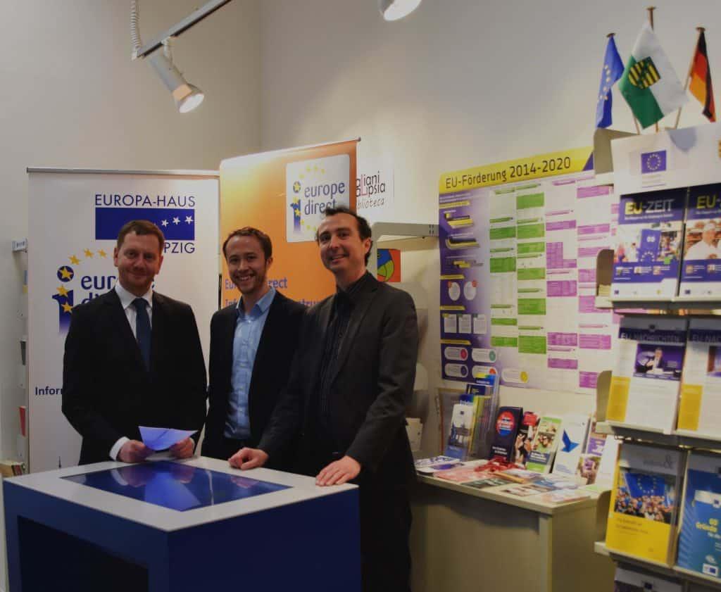 (von L. nach R.) Sachsens Ministerpräsident Michael Kretschmer, der Leiter von Europe Direct Informationszentrum Hannes Lauter und Europa-Hauses Geschäftsführer Christian Dietz. @Europa-Haus-Leipzig